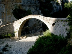 Stone bridge on Vikos gorge